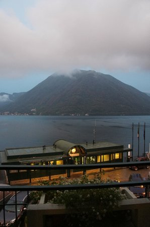 Hotel Argegno: Morning view, rainy day