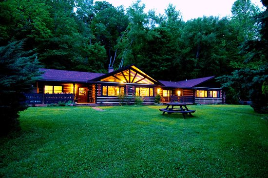 ‪Whisperwood Farm B&B, Creekwalk Inn and Honeymoon Cabins‬