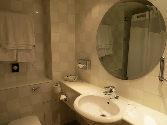 Holiday Inn Taunton M5, Jct. 25: bathroom