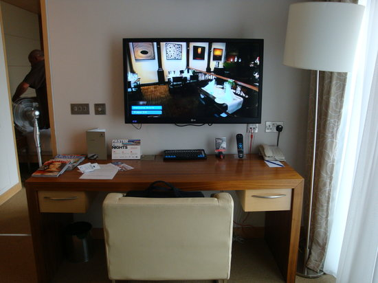 Desk In Living Room Picture Of Park Plaza County Hall London London Trip