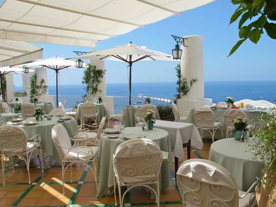 Dining terrace picture of le sirenuse hotel positano for Terrace hotel breakfast