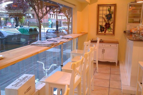 Luz natural decoraci n exquisita local tranquilo con - Decoracion vitoria ...