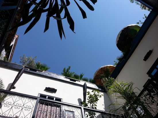 Riad Dar Najat: Looking up from the ground floor .....