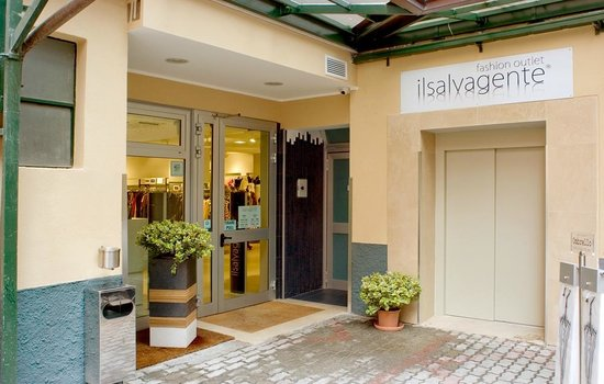 The best outlet in milano il salvagente milan traveller reviews tripadvisor - Outlet della piastrella milano ...