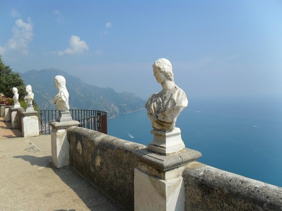 Rinfresco picture of hotel villa cimbrone ravello for Terrace of infinity