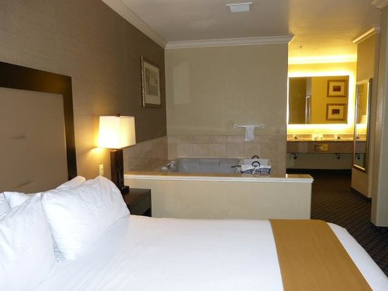 Bedroom With Jacuzzi Picture Of Holiday Inn Express San
