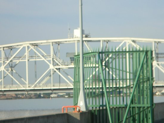 Comfort Suites Canal Park: Aerial lift bridge