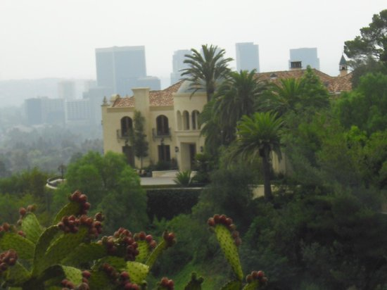 Cielo drive los angeles ca pictures to pin on pinterest for Murder house tour los angeles