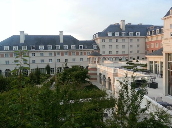 Vue de la chambre picture of dream castle hotel at for Chambre castle club disneyland hotel