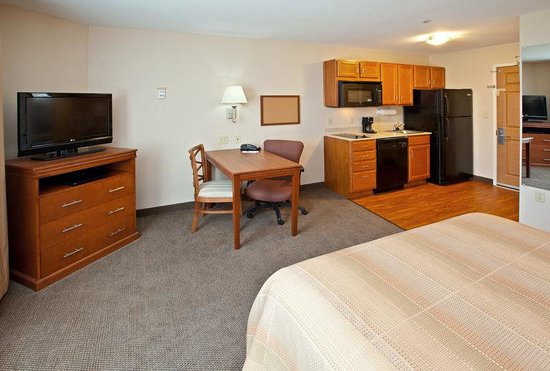 1 Bedroom Suite With One King Size Bed Picture Of Candlewood Suites Louisville North