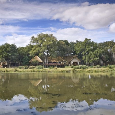 ‪Simbavati River Lodge‬
