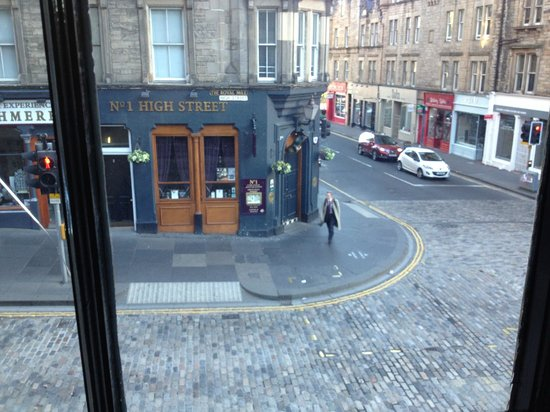 Brodie's Hostel: The view to high street