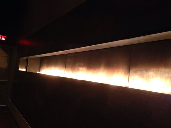 MGM Grand Detroit: Fireplace is at eye heights the length of the living room as you enter