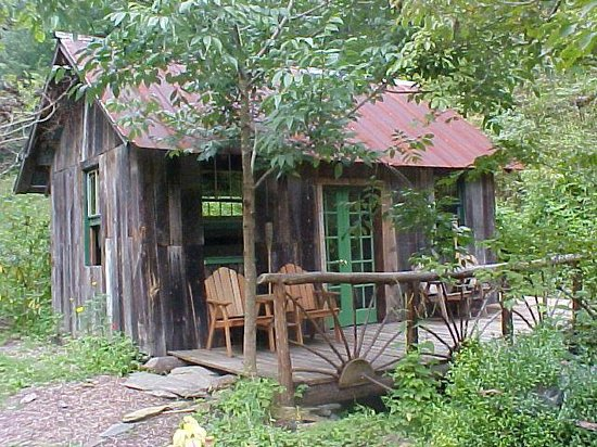 Standing Bear Farm / Hostel