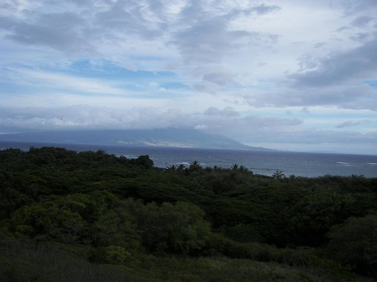 Molokai Hilltop Cottage & West End Studio: Awesome view to Maui