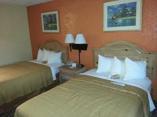 Quality Inn & Suites Riverfront: The beds in our room