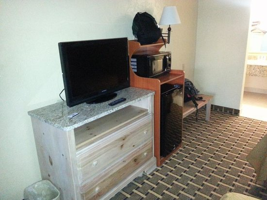 Quality Inn & Suites Riverfront: The TV