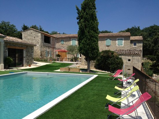 Le mas au jardin secret grignan france b b reviews for Bastide au jardin secret