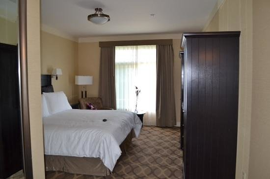 West Inn & Suites Carlsbad: king bed