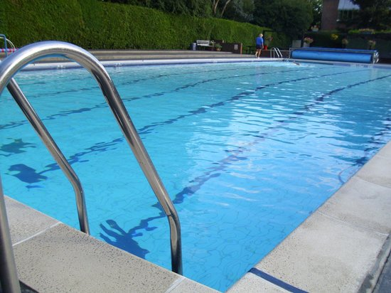 Pool picture of petersfield outdoor air swimming pool for Deep swimming pools for garden