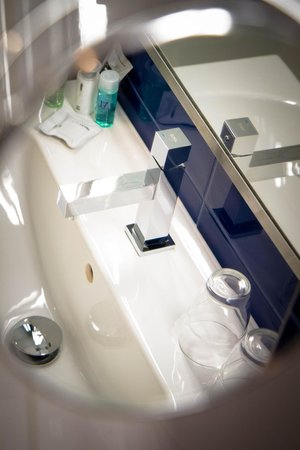 Bathroom - Picture of Estilo Fashion Hotel, Budapest - TripAdvisor