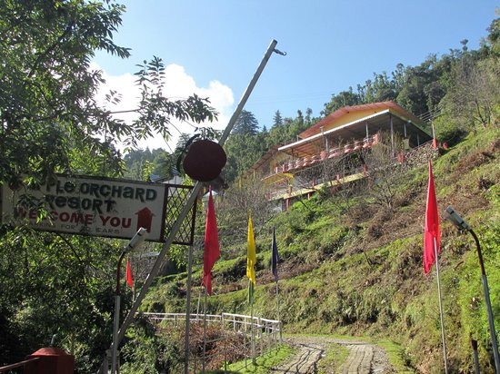 Hotel Entry Picture Of Apple Orchard Resort Dhanaulti Tripadvisor