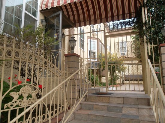 Trylon Hotel: There are a few steps up to the hotel entrance. This is not the place to stay if you are handica