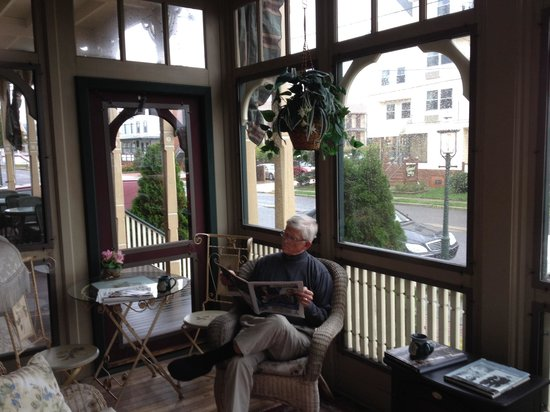 Bedford Inn: Our favorite reading spot