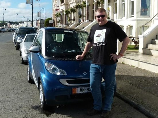 Inglewood: Our wonderful little SmartCar outside the hotel - a great find from SmartHire