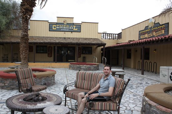 Furnace Creek Inn and Ranch Resort: patio area