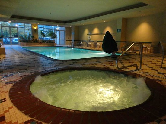Bathtub in suites with double beds with very straight for 712 salon charleston wv reviews