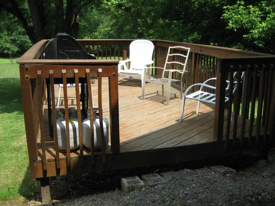 Little Orleans Lodge: Deck and grill