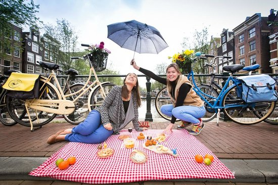 Hungry Birds, Private Amsterdam Street Food Tours