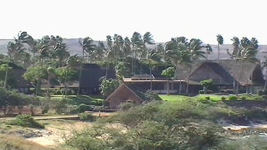 Castle Kaluakoi Villas: Look back at resort from closed down golf course