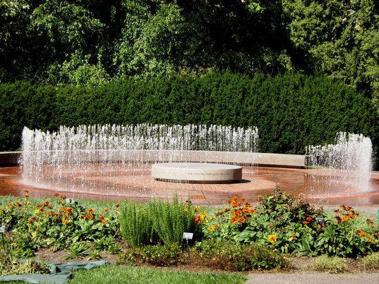 Fountain Picture Of Missouri Botanical Garden Saint Louis Tripadvisor