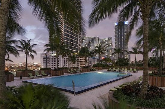 Churchill Suites Miami Brickell: Outdoor Infinity Pool