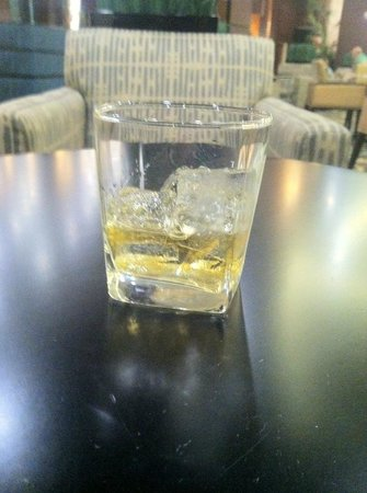 Embassy Suites by Hilton Fayetteville/Fort Bragg: My free drink ... really
