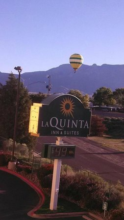 ‪La Quinta Inn & Suites Albuquerque Journal Ctr NW‬