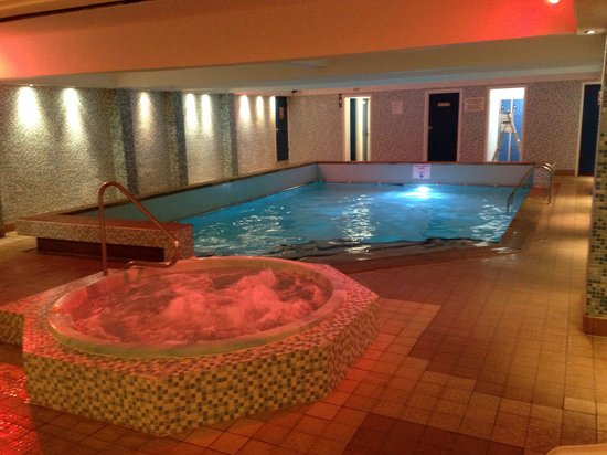 The spa pool and jaccuzi great for relaxing - Blackpool hotels with swimming pool ...