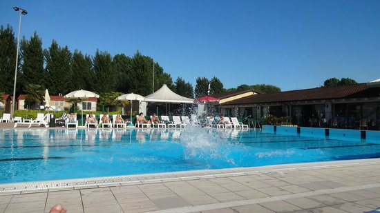 301 moved permanently for Piscina jolly