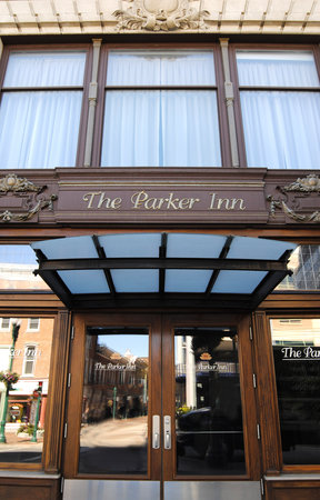 The Parker Inn & Suites