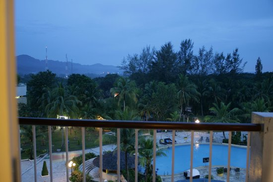 HARRIS Resort Batam Waterfront: 630am