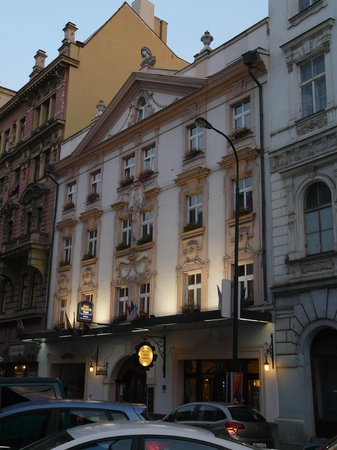 Ba o picture of best western plus hotel meteor plaza for Best hotel location in prague