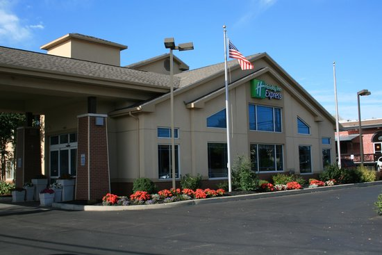 Country Inn & Suites By Carlson, Rochester-East, NY: hotel from the front
