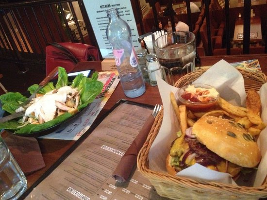 The best hamburger an Caesar salad for a long - Picture of Semmi Extra ...