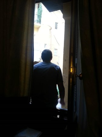Borromeo Hotel: One window in the room that looked over courtyard
