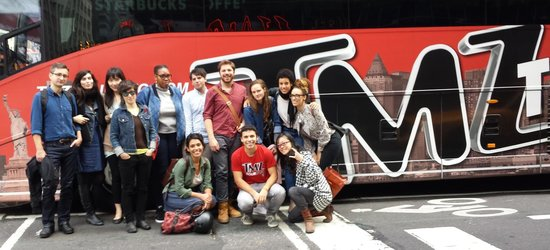 Now thats a big bus picture of tmz tour nyc new york for Tmz tour new york city