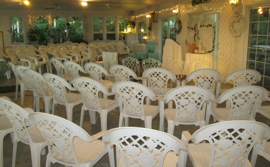 Yellow Turtle Inn: Garden Room Wedding