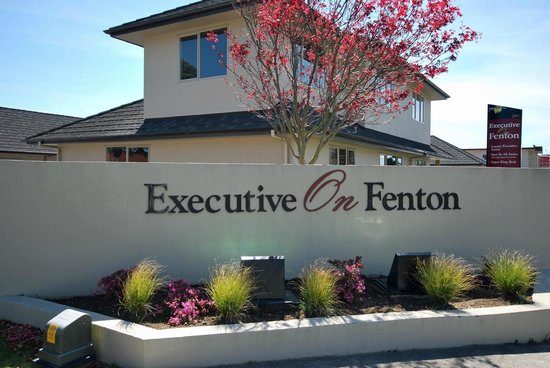 ‪Executive on Fenton‬