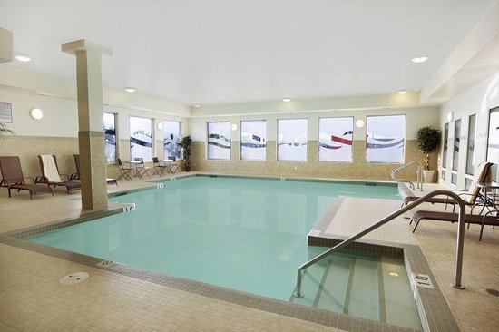 Fitness room picture of st albert alberta tripadvisor for Exercise pool canada